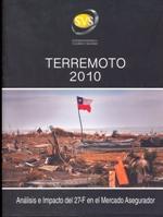 Cubierta de color negro, ilustrada en la mitad inferior por una fotografía en color, en ella se ve una escena de destrucción y desolación posterior al terremoto del 27 de febrero de 2010 en la zona centro sur de Chile. En la mitad superior se lee el título de la obra.