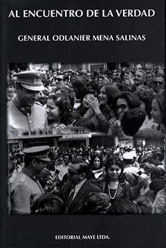 Cubierta de color negro, ilustrado por dos fotografías en blanco y negro en donde se ve al General Odlanier Mena saludando a la multitud a la salida del Tedéum en Arica el 18 de septiembre de 1973. En la parte superior se lee el título y autor de la obra y a pié de página la editorial.