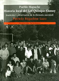Cubierta ilustrada por una fotografía en blanco y negro en la que aparece un grupo de personas pertenecientes a la etnia mapuche, reunidas en un prado. En la mitad superior se encuentra el título de la obra en letras blancas y el nombre del autor en letras naranjas.