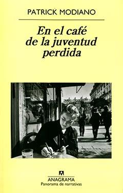 Cubierta de color amarillo, en la mitad superior se lee el nombre del autor y el título de la obra en letras negras, en la mitad inferior se aprecia una fotografía en blanco y negro, en ella se ve a la fotógrafa Clemence René Bazin, sentada en un café al aire libre, escribiendo y fumando un cigarrillo. La imagen fue tomada por el fotógrafo Raymond Depardon.