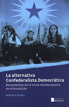 Cubierta de color azul. En la parte superior se aprecia una fotografía en tonos azules, que muestra a tres mujeres kurdas sentadas, con armas. En la parte inferior se encuentra el título en letras medianas de color blanco. En la esquina inferior izquierda aparece el nombre del autor en letras pequeñas de color celeste.