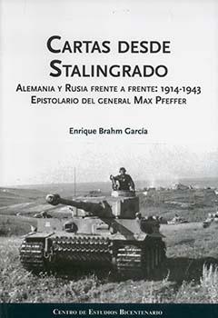 Cubierta ilustrada por la fotografía en blanco y negro de un tanque, en un terreno abierto. En la parte superior se encuentra el título en letras grandes y medianas de color negro. Más abajo aparece el nombre del autor en letras pequeñas de color negro.