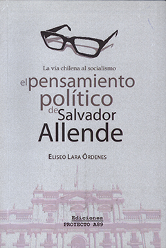 Cubierta de color gris, en la parte superior se aprecia un dibujo de los lentes de Salvador Allende. En la parte central y en letras de diversos tamaños, se lee el título de la obra y el nombre del autor. En la parte inferior se encuentra una fotografía del frontis del Palacio de la Moneda.