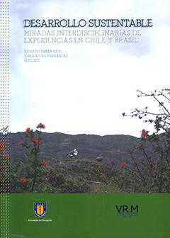 Cubierta ilustrada por una fotografía del Parque Nacional Torres del Paine. Título del libro en parta superior con letras grandes de color verde oscuro y letras medianas de color gris. Nombres de los editores bajo el título en letras pequeñas de color verde.