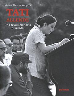 Cubierta con fotografía en blanco y negro de Beatriz Allende leyendo un discurso en Cuba. Título del libro en parte superior de la cubierta con destacadas letras de color rojo y blanco. Nombre del autor en borde superior izquierdo sobre el título con letras pequeñas de color blanco.