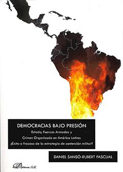 Cubierta de fondo blanco ilustrada con dibujo del mapa de América Latina en colores negro, rojo, amarillo, como si fuera un incendio. Título en rectángulo inferior de color negro con letras color blanco. Nombre del autor bajo el título, en franja de color negro, con letras de color blanco.