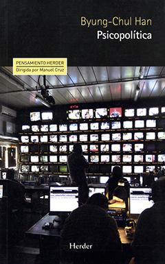 Cubierta de color negro, ilustrada por la fotografía de un estudio de edición de televisión. En la parte superior derecha se encuentra el nombre del autor en letras medianas de color amarillo y, más abajo, el título en letras medianas de color blanco.