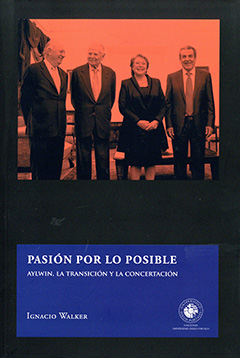 Cubierta de color negro. En la parte superior se ve una fotografía de los cuatro presidentes de la Concertación: Ricardo Lagos, Patricio Aylwin, Michelle Bachelet y Eduardo Frei. En la parte inferior, en un rectángulo de color azul, se puede apreciar el título y el nombre del autor de la obra con letras blancas.